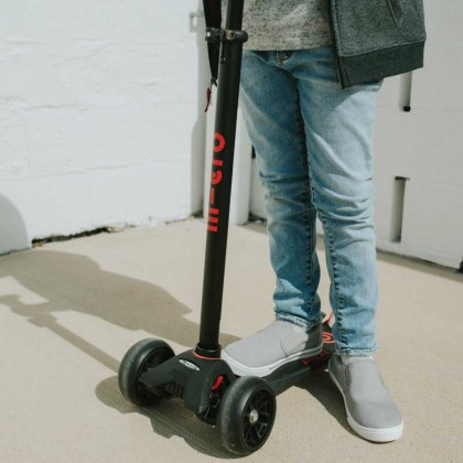 Maxi Micro 087 Deluxe Pro Scooter for Kids 5-12years ~black red